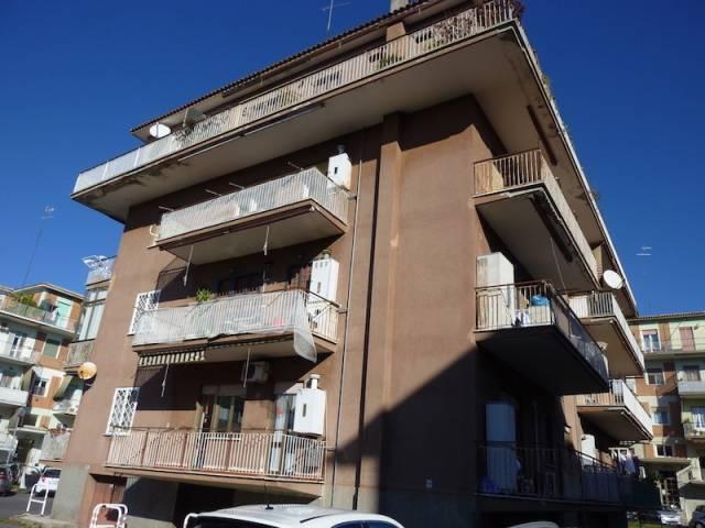Appartamento in buone condizioni parzialmente arredato in affitto Rif. 4281222