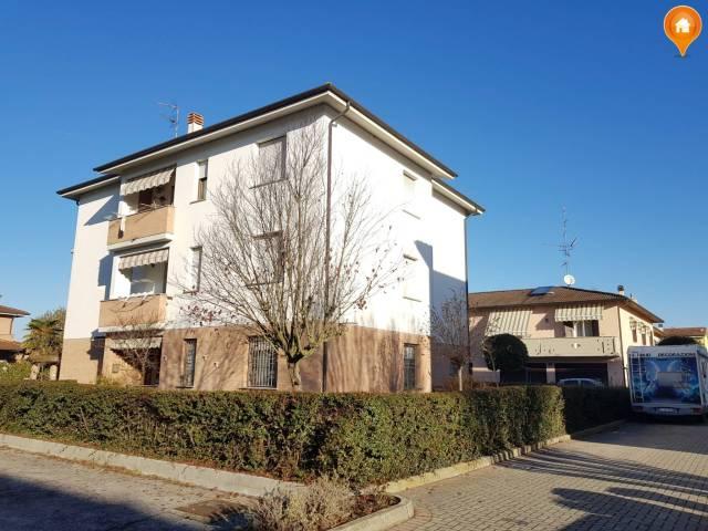 Appartamento in buone condizioni in vendita Rif. 5103784