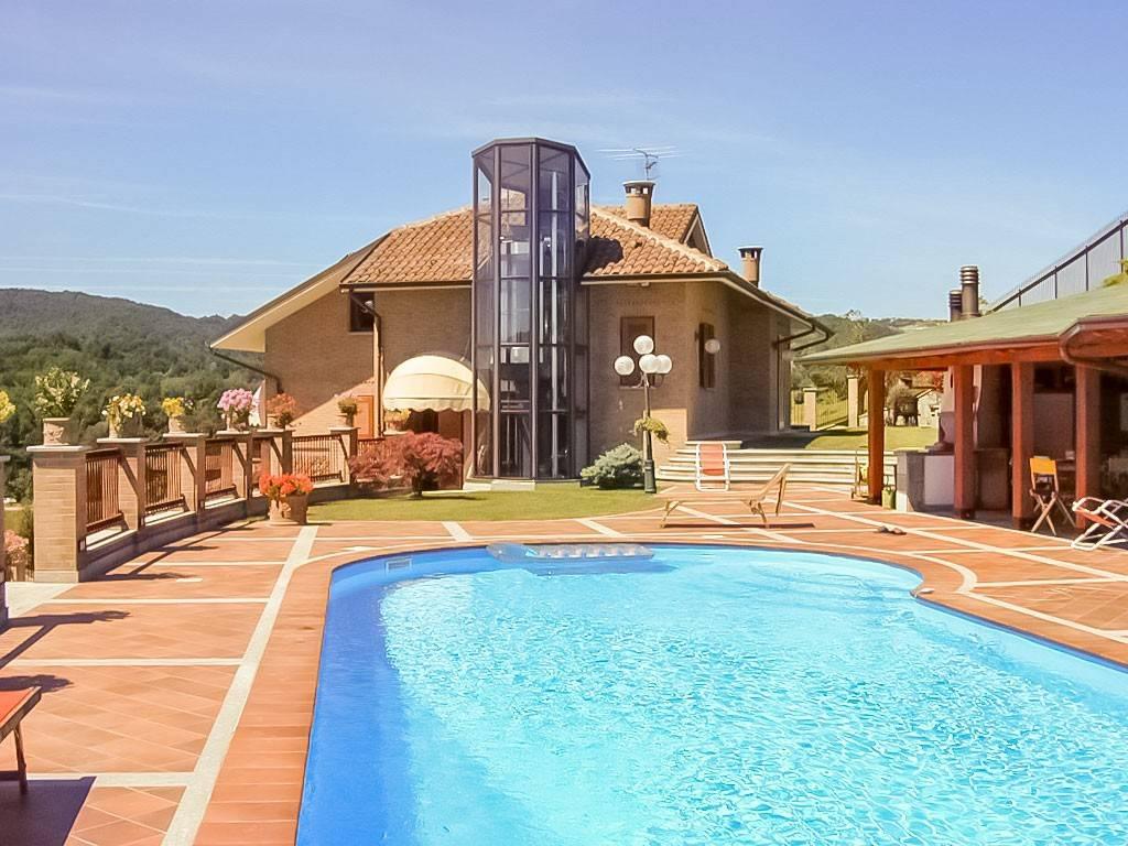 Immagine immobiliare Villa moderna a San Sebastiano Po Tra le dolci colline di San Sebastiano Po, in provincia di Torino a pochi chilometri da Chivasso, vendiamo moderna villa panoramica con giardino, piscina e dependance. La villa si trova in una zona...