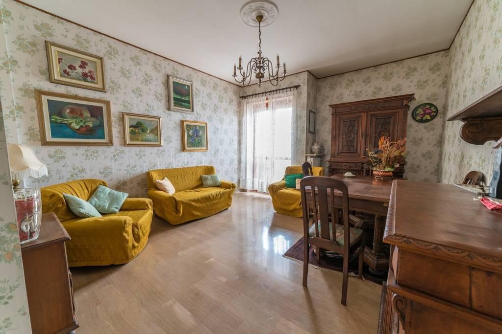 Appartamento in buone condizioni in affitto Rif. 6378936