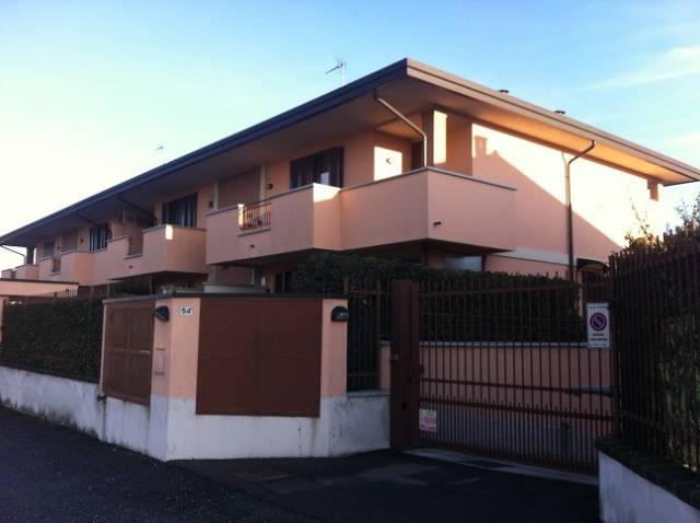 Appartamento in buone condizioni in affitto Rif. 4219343