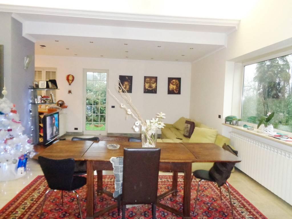Villa in vendita a Anguillara Sabazia, 6 locali, prezzo € 370.000   CambioCasa.it