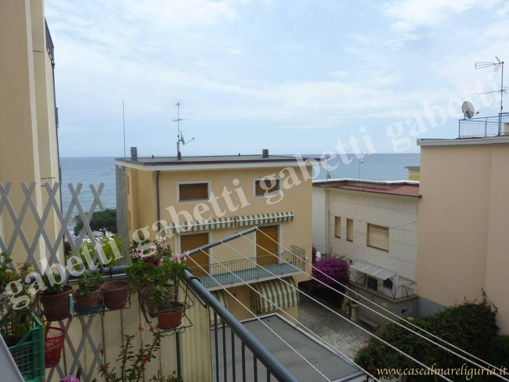 Appartamento in buone condizioni in vendita Rif. 8651520