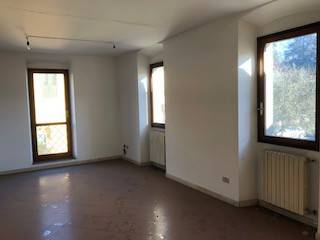 Appartamento in buone condizioni in affitto Rif. 5302569