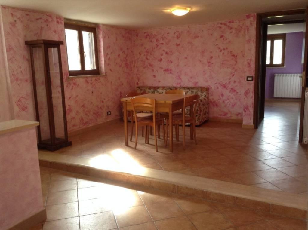 Appartamento in ottime condizioni arredato in affitto Rif. 7891382