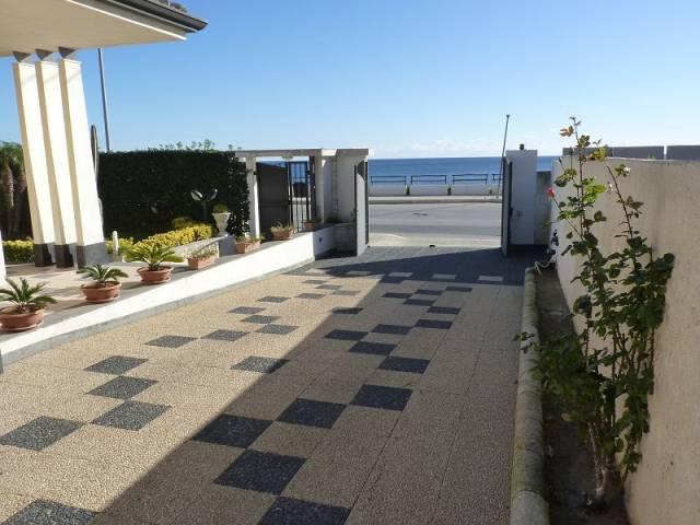 Villa in ottime condizioni parzialmente arredato in vendita Rif. 4597823