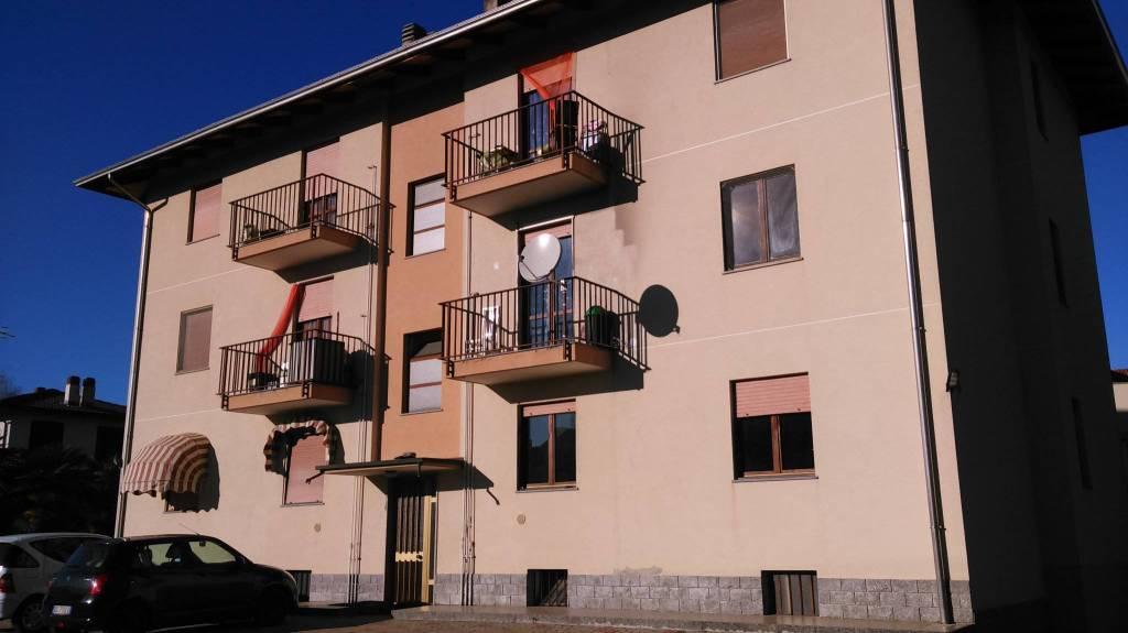 Appartamento in buone condizioni in affitto Rif. 9290235