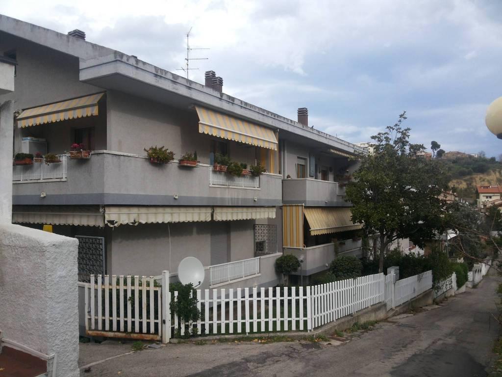 Attico / Mansarda in buone condizioni arredato in affitto Rif. 4301803