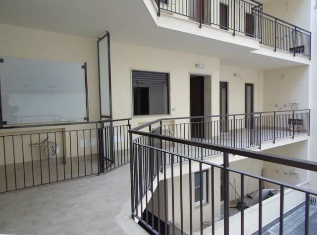 Negozio-locale in Affitto a Catania Centro: 1 locali, 60 mq