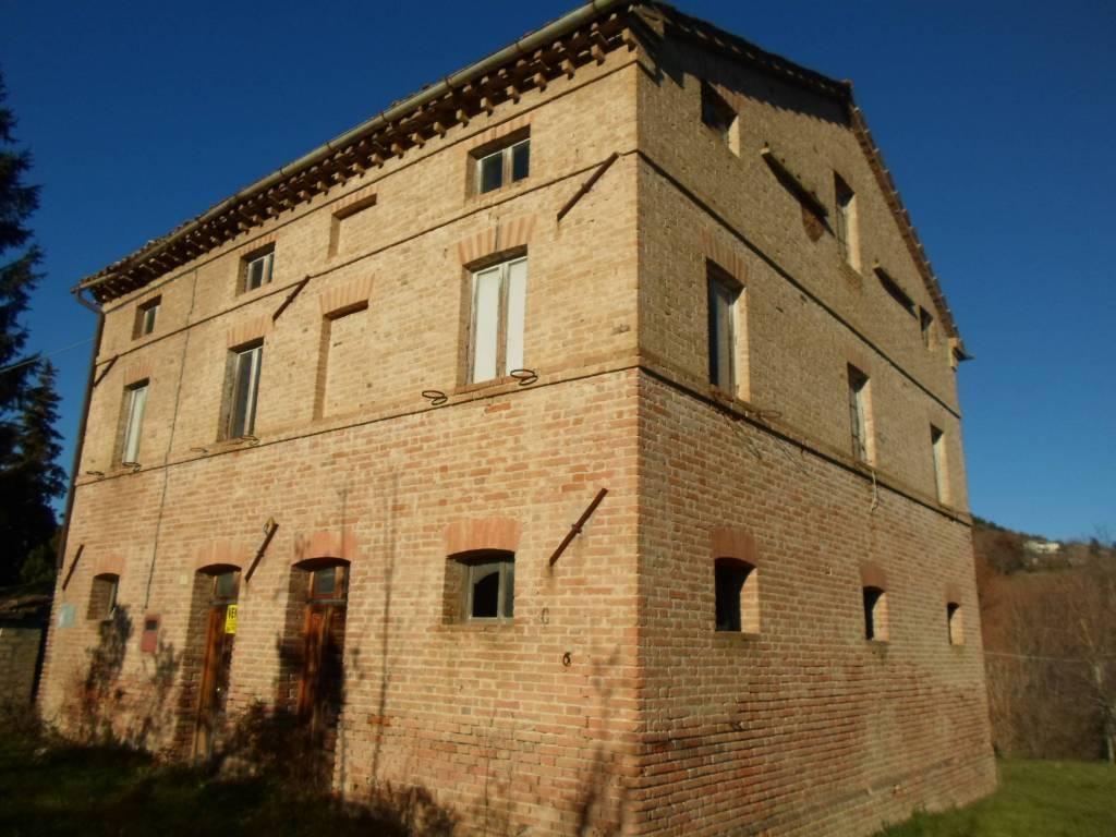 Rustico / Casale da ristrutturare in vendita Rif. 4228166