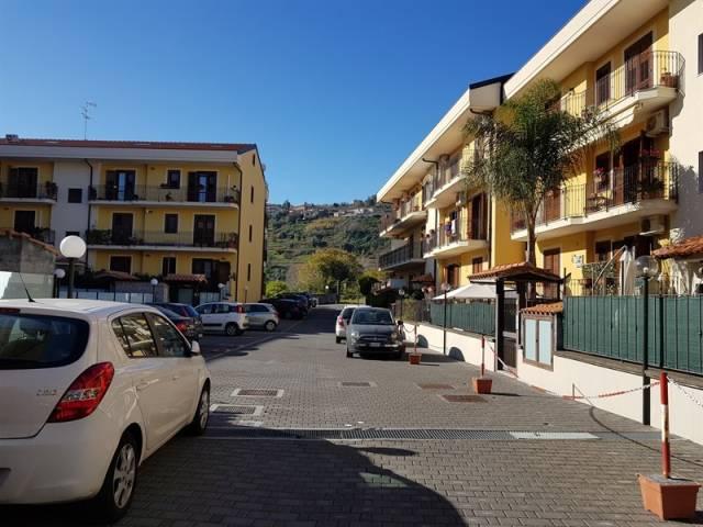 Appartamento in ottime condizioni arredato in vendita Rif. 7086850