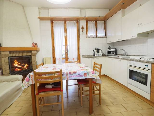 Appartamento in buone condizioni in vendita Rif. 4894665