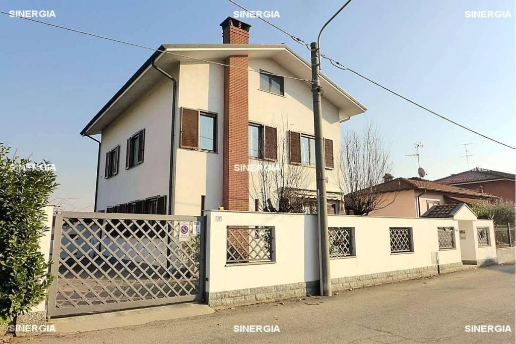 Villa in Vendita a Abbiategrasso