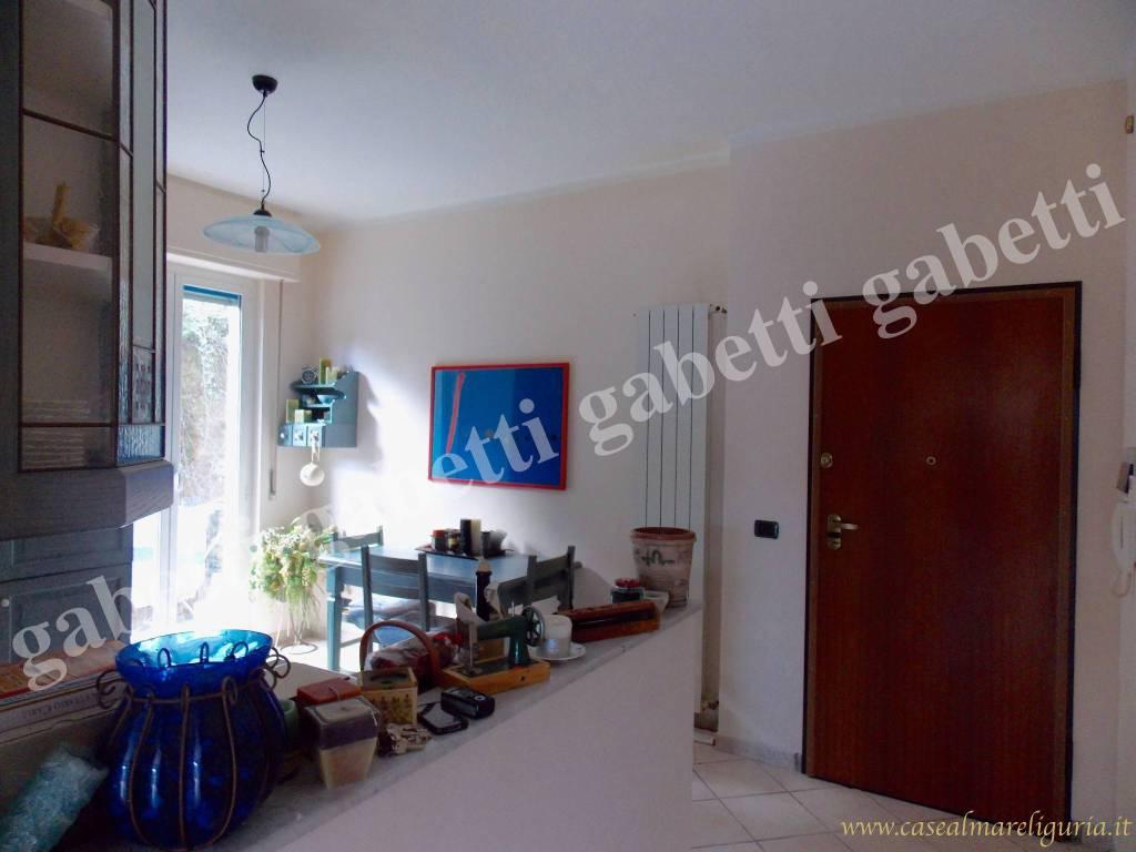 Appartamento in ottime condizioni parzialmente arredato in vendita Rif. 8651536