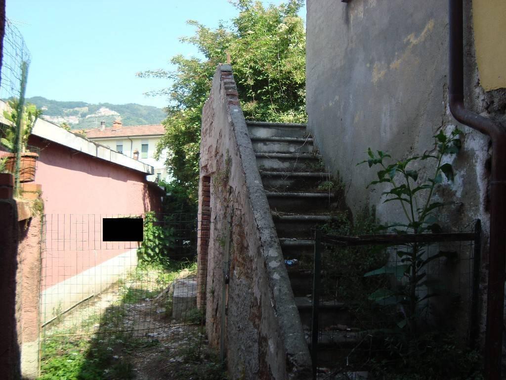 Casa Indipendente da ristrutturare in vendita Rif. 9151296