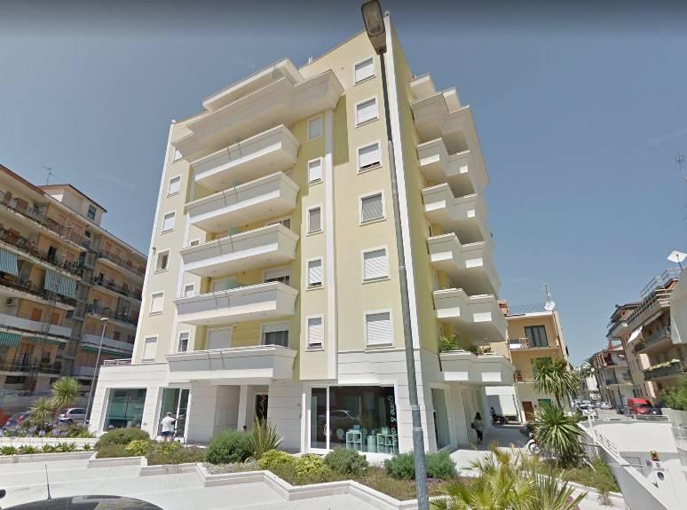 Appartamento in ottime condizioni arredato in vendita Rif. 7736454
