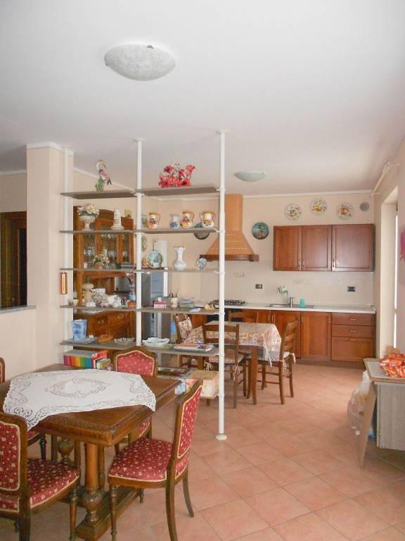 Appartamento in buone condizioni in vendita Rif. 4808812