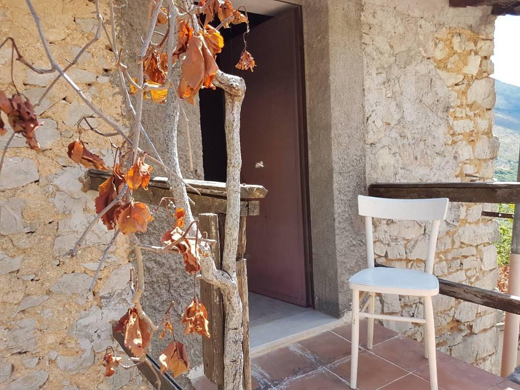Rustico / Casale in vendita a Sonnino, 3 locali, prezzo € 55.000   CambioCasa.it