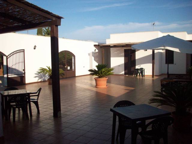 Villa in Vendita a Sannicola Periferia: 5 locali, 160 mq