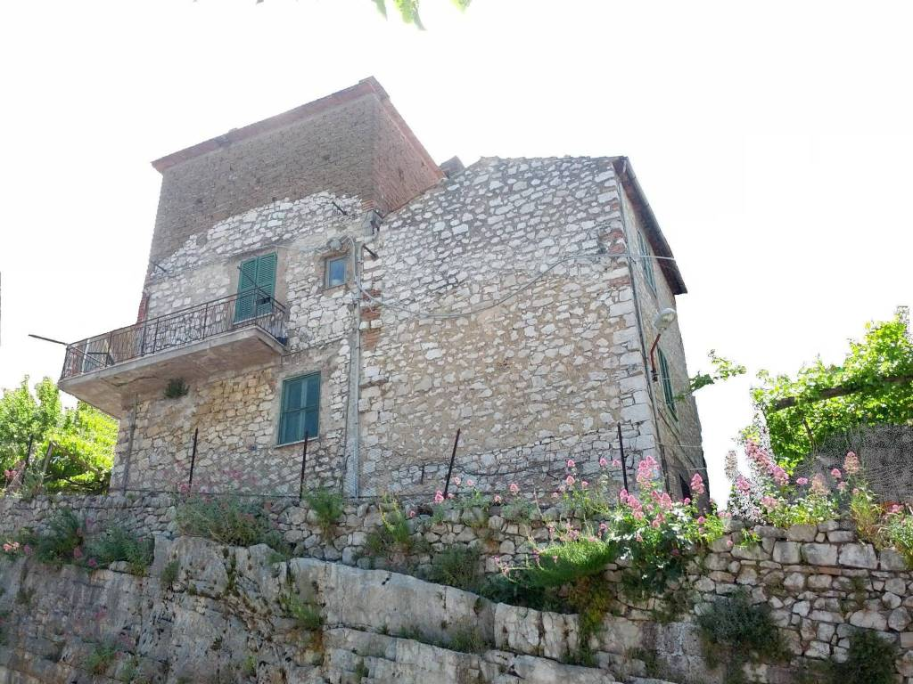 Palazzo / Stabile in vendita a Sonnino, 5 locali, prezzo € 35.000   CambioCasa.it