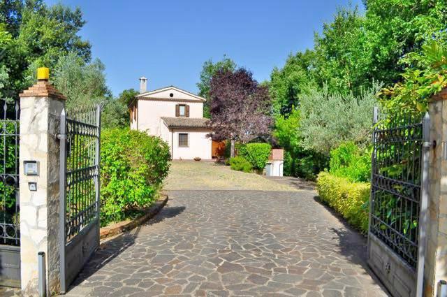 Foto 1 di Villa Politica, Arpino