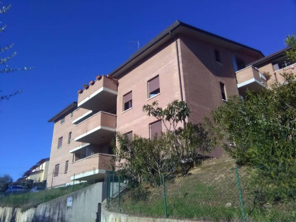 Appartamento in ottime condizioni parzialmente arredato in affitto Rif. 8370527