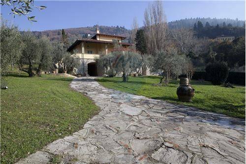 Villa in ottime condizioni parzialmente arredato in affitto Rif. 4350370