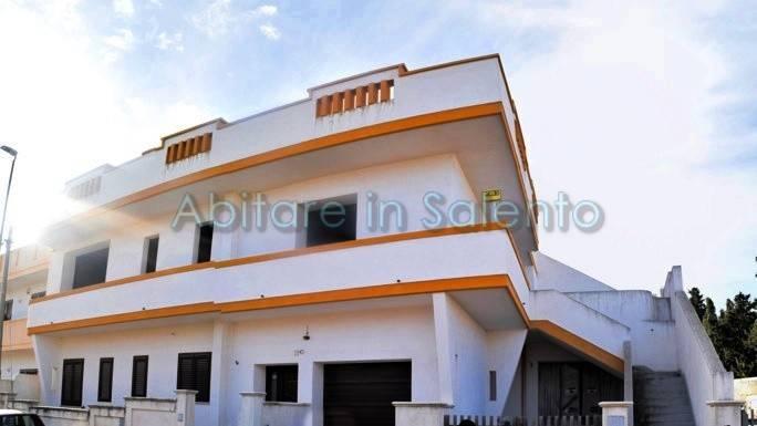 Appartamento in vendita a Castrignano del Capo, 8 locali, prezzo € 88.000 | PortaleAgenzieImmobiliari.it