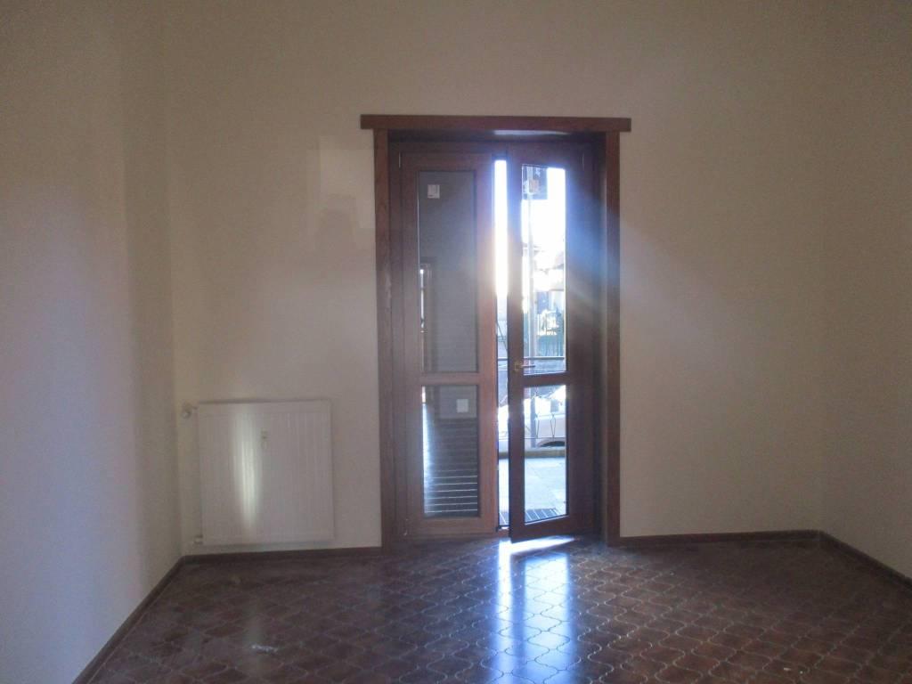 Appartamento in ottime condizioni parzialmente arredato in affitto Rif. 8647263