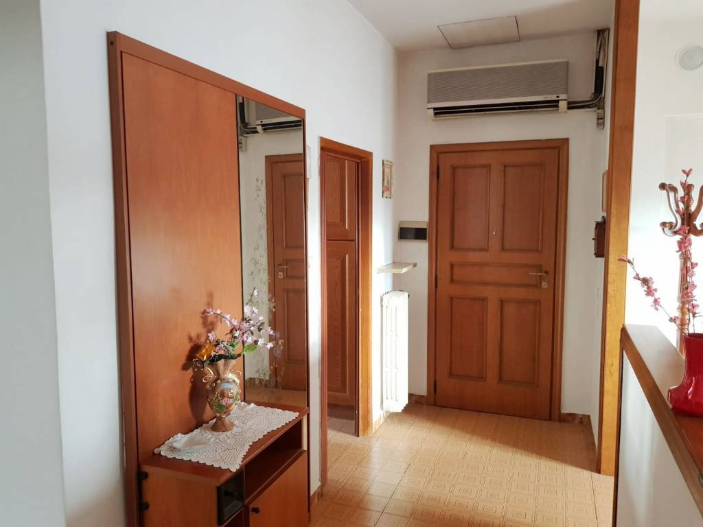 Appartamento in buone condizioni arredato in vendita Rif. 4915015