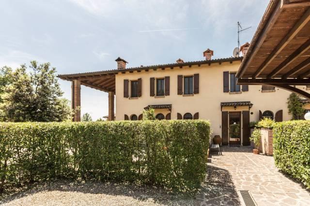 Villa in vendita 3 vani 90 mq.  via San Donato Bologna