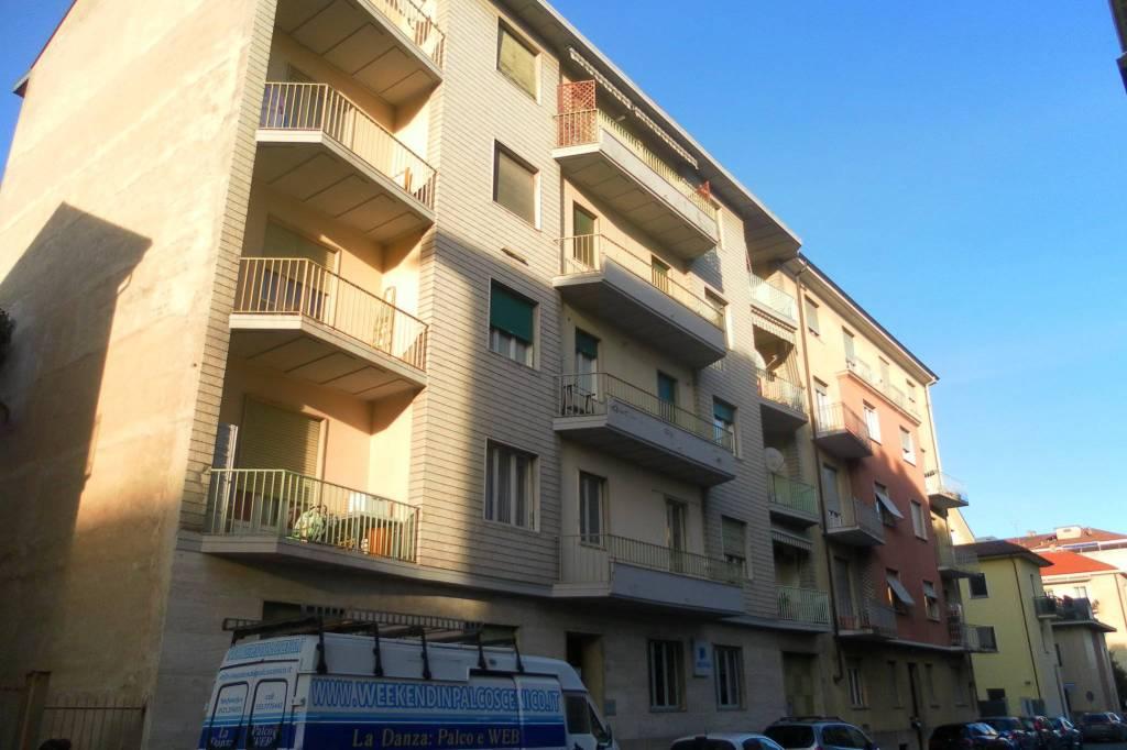 Appartamento in buone condizioni in affitto Rif. 8323611