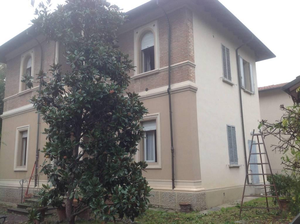 Foto 1 di Casa indipendente viale Dante Alighieri, Massa Lombarda