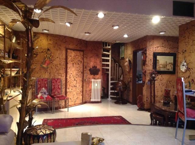 Appartamento in vendita 3 vani 150 mq.  via Lodovico il Moro Milano