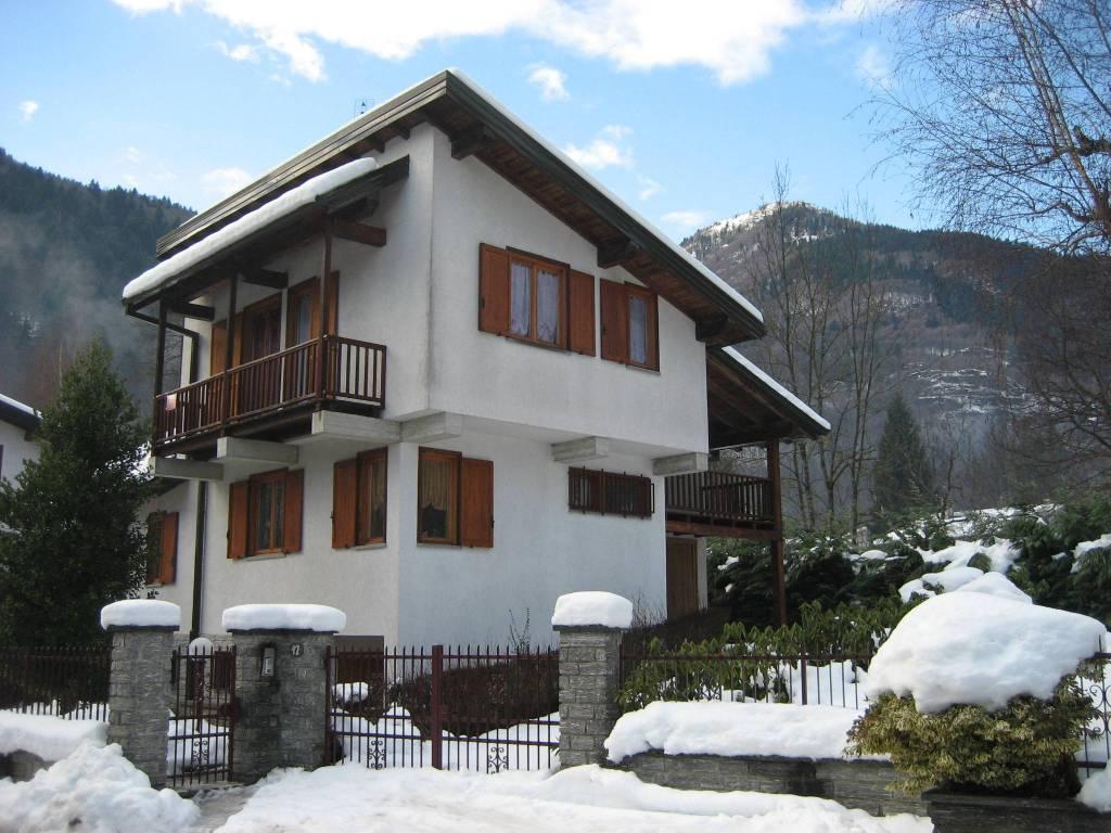 Villa in ottime condizioni parzialmente arredato in vendita Rif. 4907256