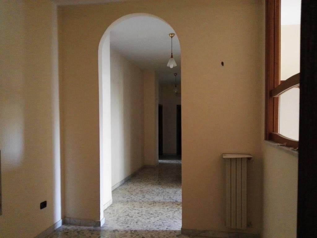 Appartamento da ristrutturare in vendita Rif. 8079413