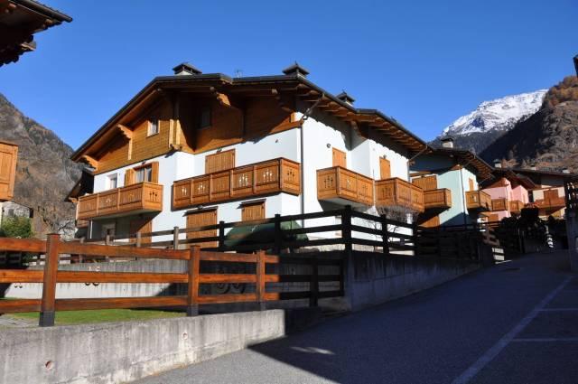 Appartamento in ottime condizioni arredato in vendita Rif. 4189443