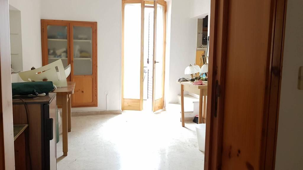 Appartamento in buone condizioni in vendita Rif. 7875114