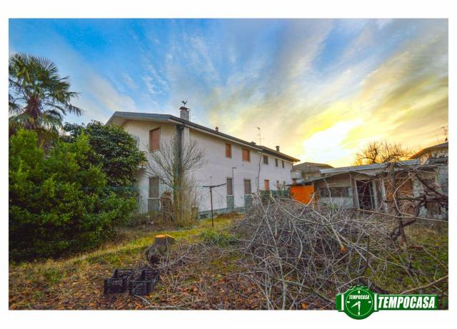 Appartamento in buone condizioni in vendita Rif. 4221806