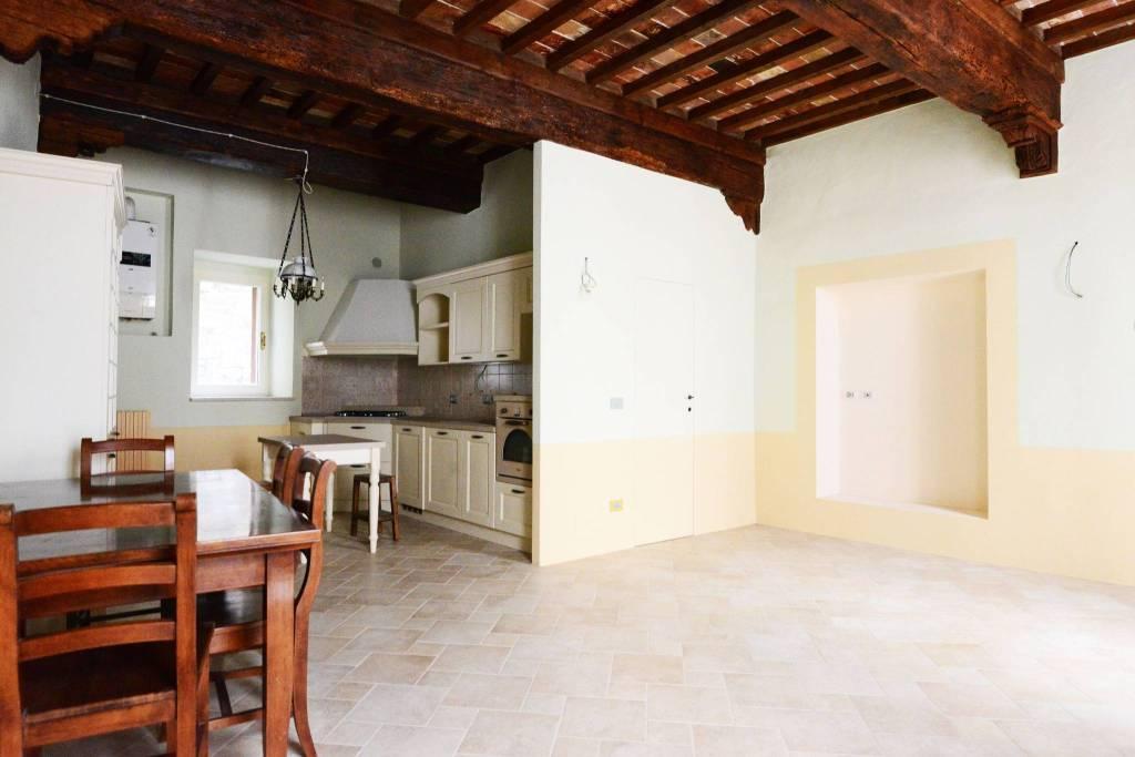 Appartamento in ottime condizioni parzialmente arredato in vendita Rif. 4894137