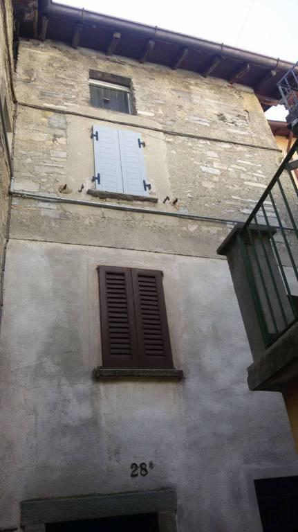 Appartamento in vendita a Moltrasio, 4 locali, prezzo € 49.000 | CambioCasa.it