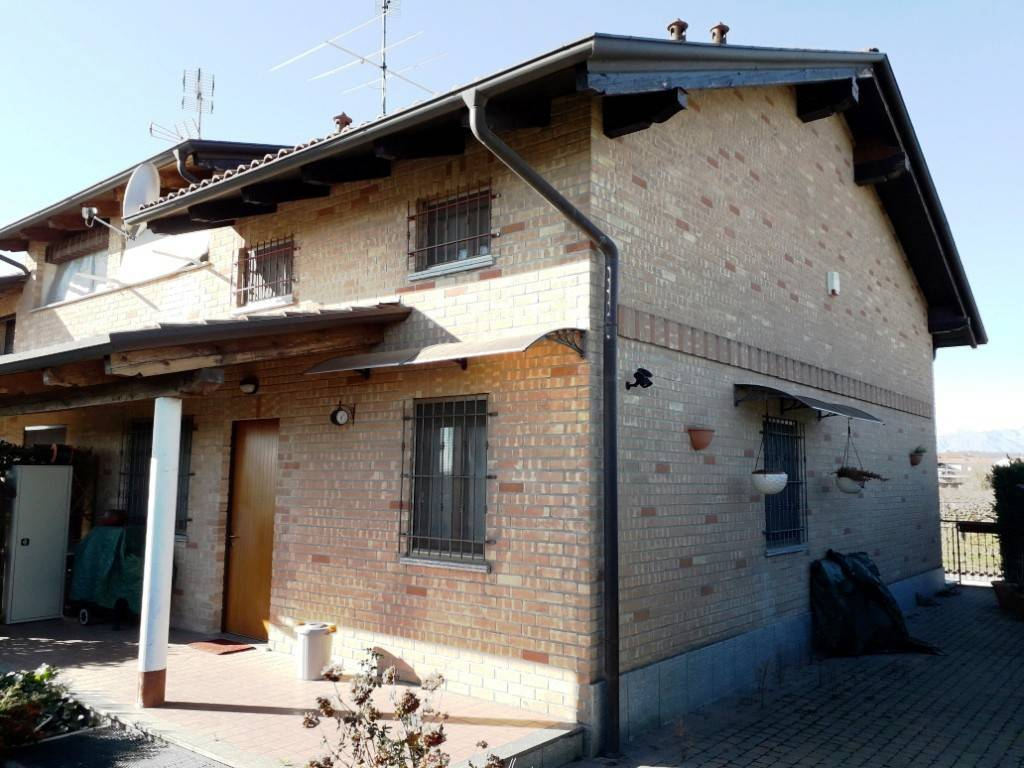Villa a schiera 6 locali in vendita a Borgo d'Ale (VC)