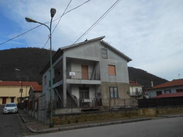 1558/ROCCAMONFINA Appartamento al primo piano in villa bifam