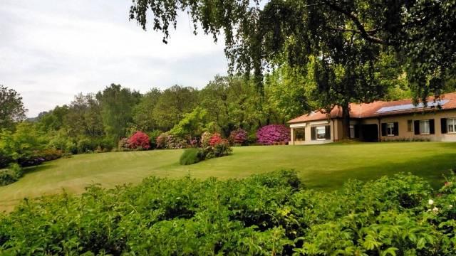 Villa in Vendita a Barasso Periferia: 5 locali, 5566 mq