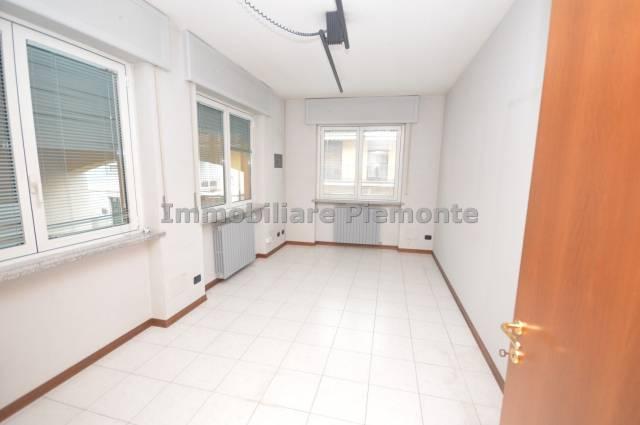 Ufficio / Studio in affitto a Borgomanero, 3 locali, prezzo € 700   CambioCasa.it