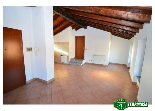Appartamento in buone condizioni in vendita Rif. 4221781