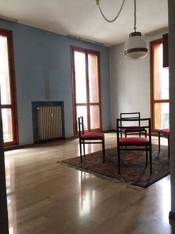 Appartamento in Vendita a Asti Centro: 4 locali, 110 mq