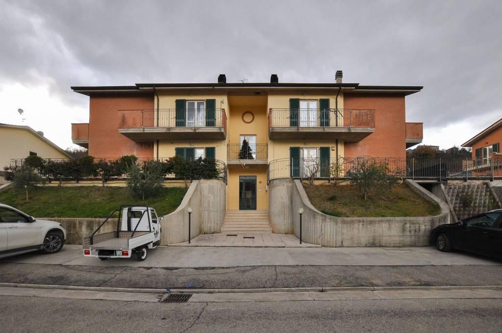 Appartamento in ottime condizioni in vendita Rif. 4244621