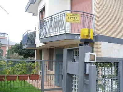 Appartamento in buone condizioni arredato in affitto Rif. 8886344