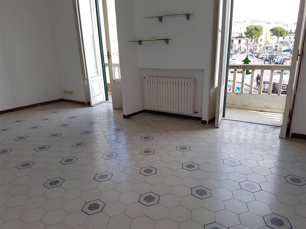 Appartamento in buone condizioni in affitto Rif. 8505408